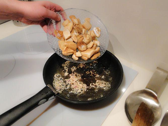 remettez les cèpes dans la poele