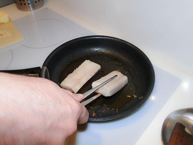 saisir rapidement les pavés dans l'huile
